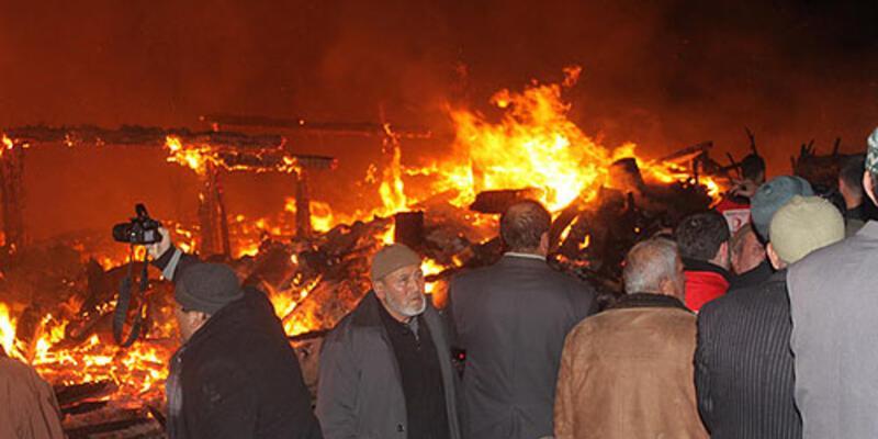Samsun'da yangın: 30 ev yandı