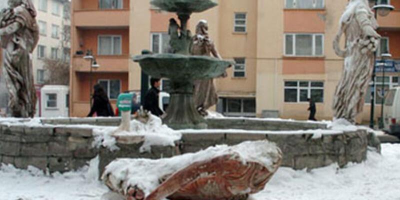 Kars'ta yine heykel krizi