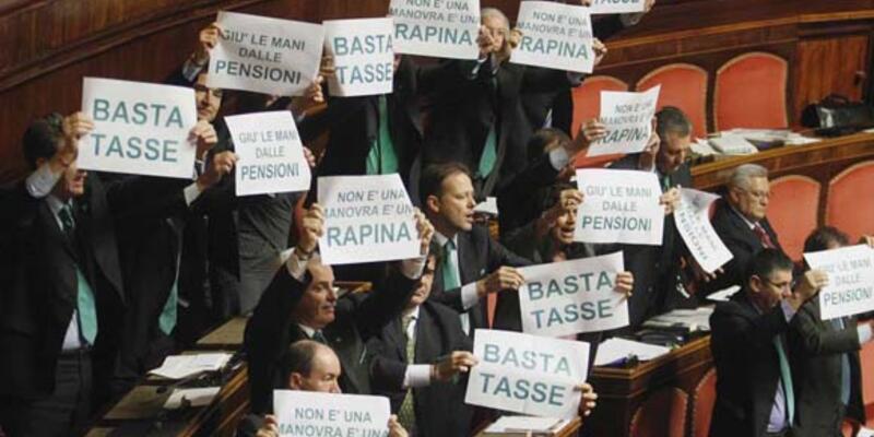 Monti'ye parlamentoda protesto