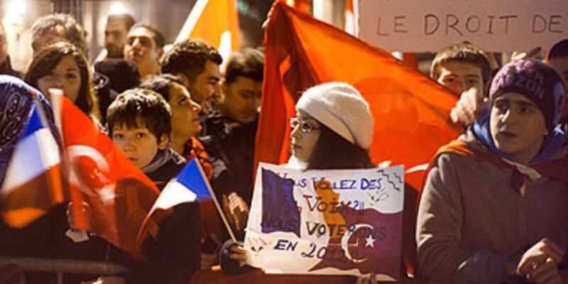 Paris'te Türklerden protesto...