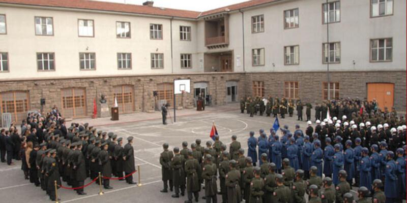 Muhafız taburu, Meclis'ten ayrıldı
