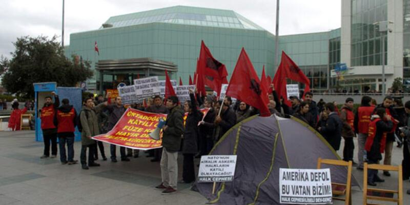Füze kalkanına çadırlı protesto