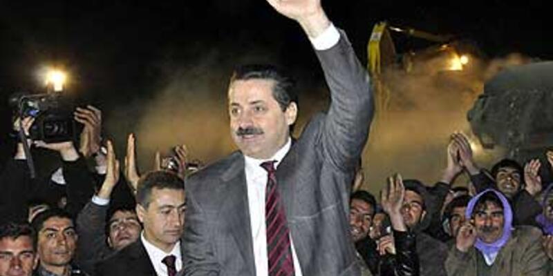 """""""AK Parti çatlamaz, çatlatır"""""""