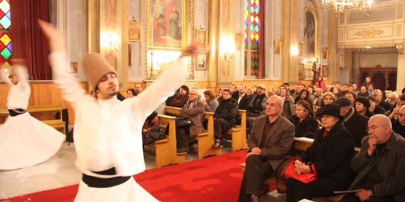 San Pacifico Kilisesi'nde semazen eşliğinde tasavvuf konseri