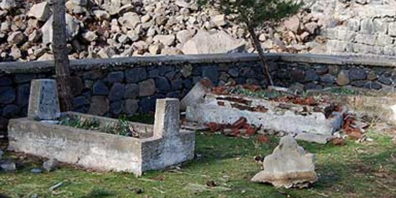Tabur lağvedildi, şehit mezarları unutuldu
