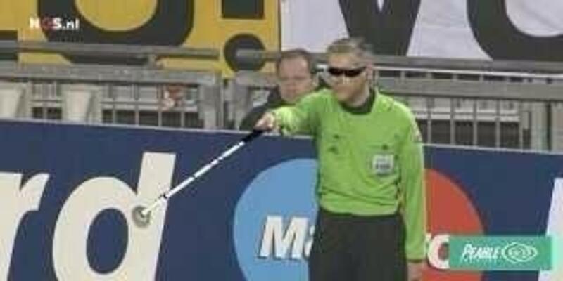 Ajax'ın iki golünü vermeyen yan hakem!