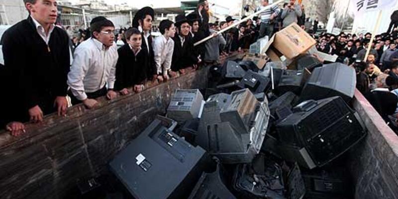 İsrailliler televizyon parçaladılar