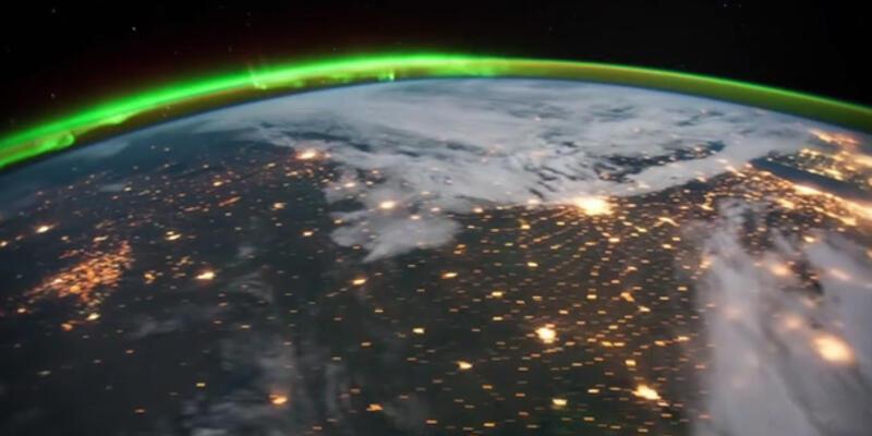 Dünya'yı kutup ışıkları eşliğinde gezin