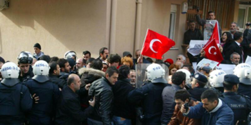 Aydınlık Gazetesi'nin sahibinin evine polis baskını