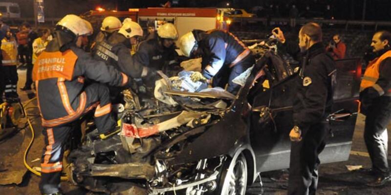 TIR'a çarpan otomobildeki 2 kişi öldü
