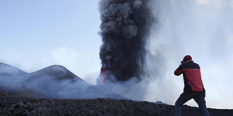 Etna yanardağı yeniden faaliyette