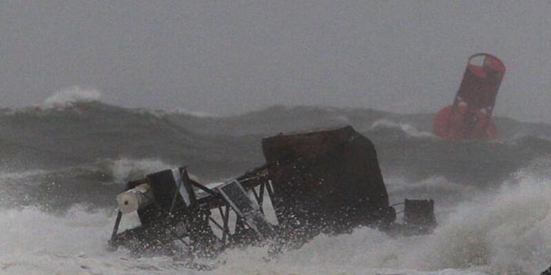 """""""Irene"""" tropikal fırtınaya dönüştü"""