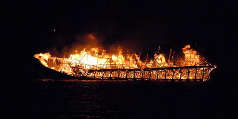 İki kez yanan tekne battı!