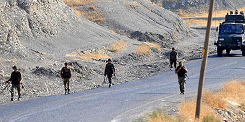 Askerleri taşıyan konvoyda patlama