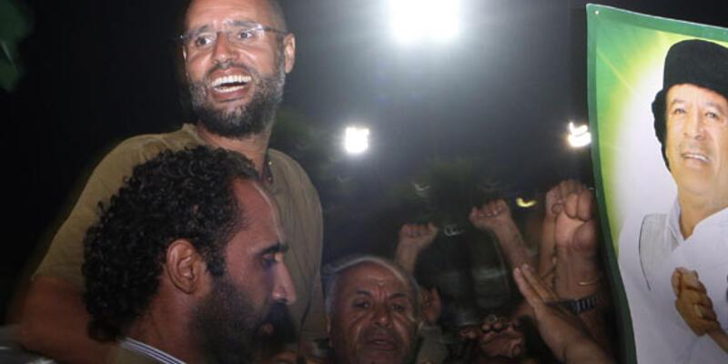Libyalı muhalifler Kaddafi'nin karargahında