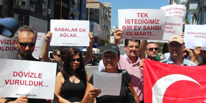 Kredi mağdurlarından AK Parti önünde eylem