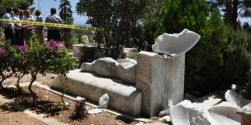 Can Yücel'in mezarına çirkin saldırı!