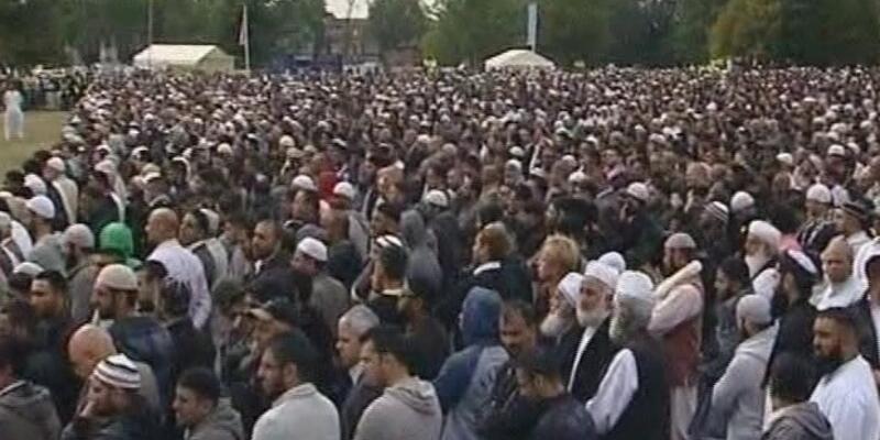 İngiltere'de 3 Müslüman genç için cenaze töreni