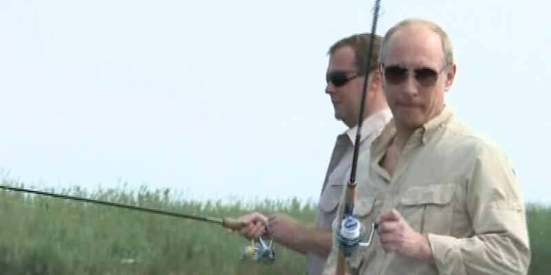 Putin ve Medvedev birlikte balık tutarsa...