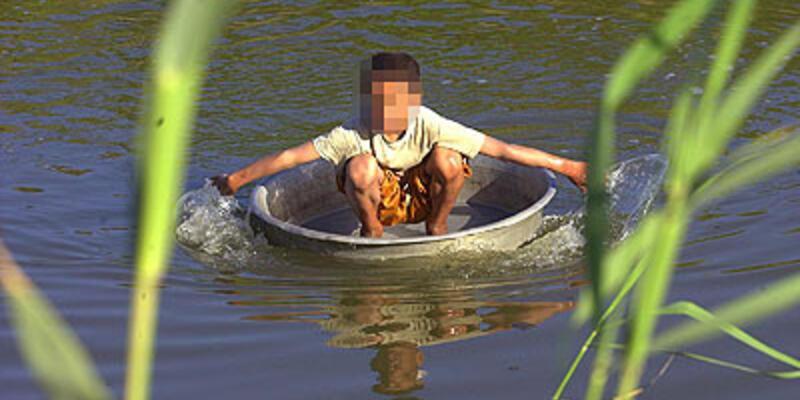 Bakamadığı 3 kızını nehre attı!