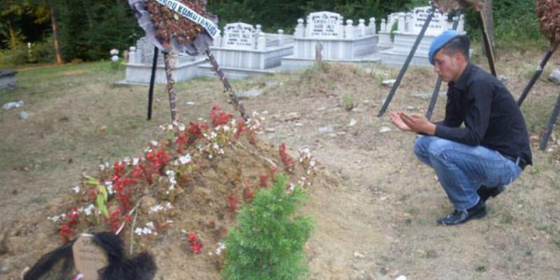15 gün sonra şehit arkadaşının mezarında