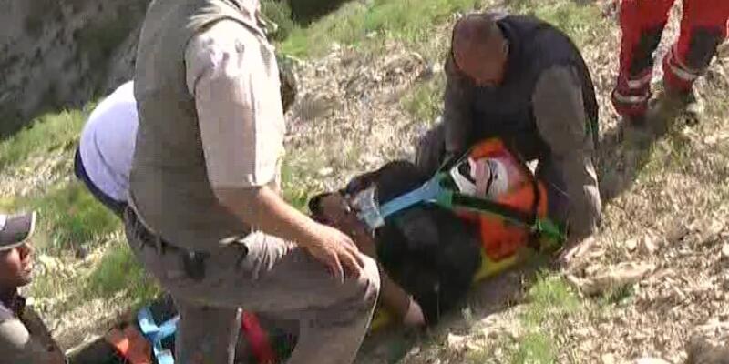 Yamaç paraşütü pilotu tepeye çakıldı
