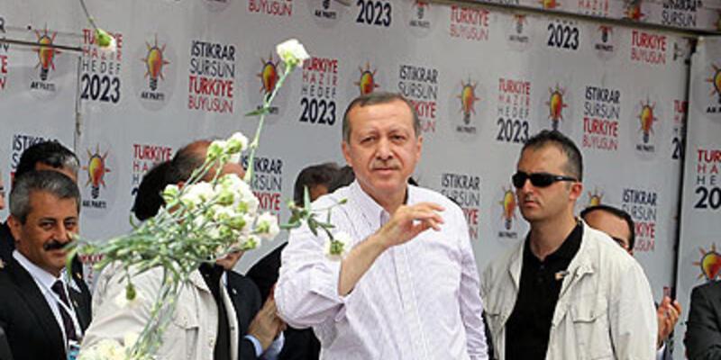 """""""BDP'linin eline Türk bayrağı veremezsin"""""""