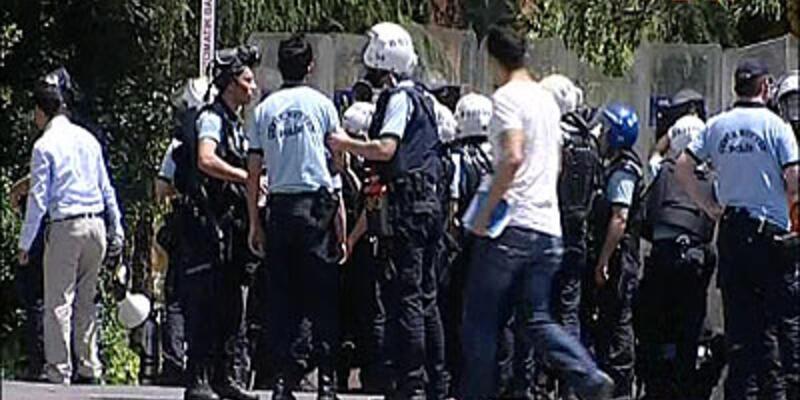 Yıldız Teknik Üniversitesi polis ablukasında