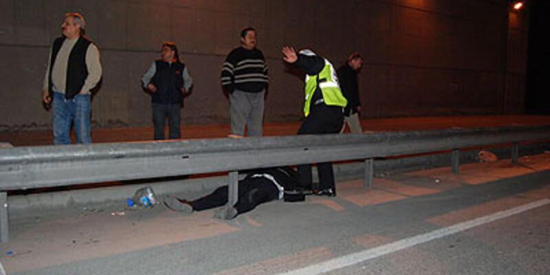 Trafik polisine çarpıp kaçtı