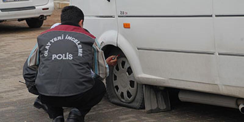 Adana'da yolcu minibüsü tarandı!