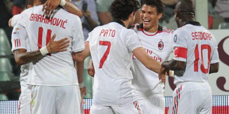 Milan kaçıyor, Napoli kovalıyor