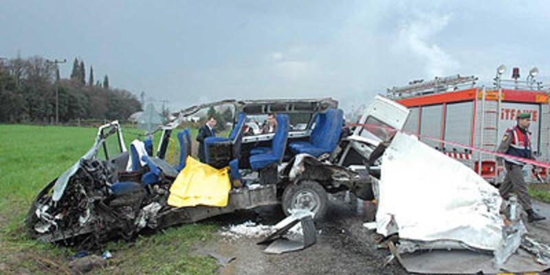 Hasta nakil aracı kaza yaptı: 2 ölü