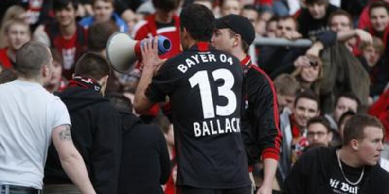 Schalke'yi yenen Leverkusen takipte