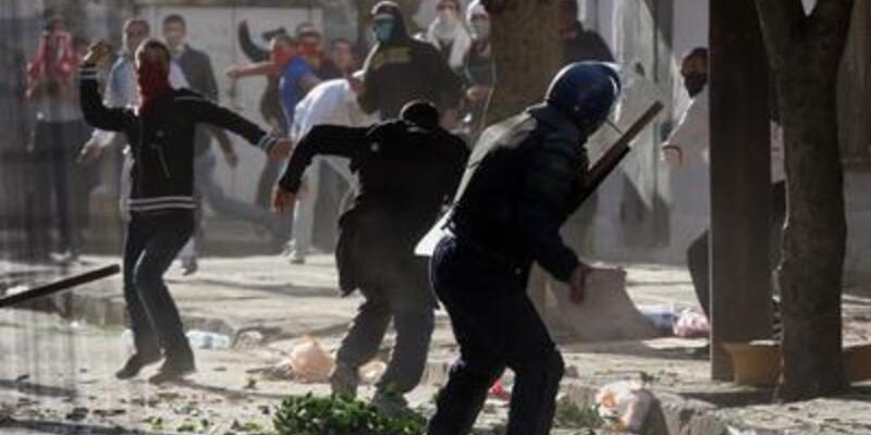 Cezayir'deki gösteriler kana bulandı