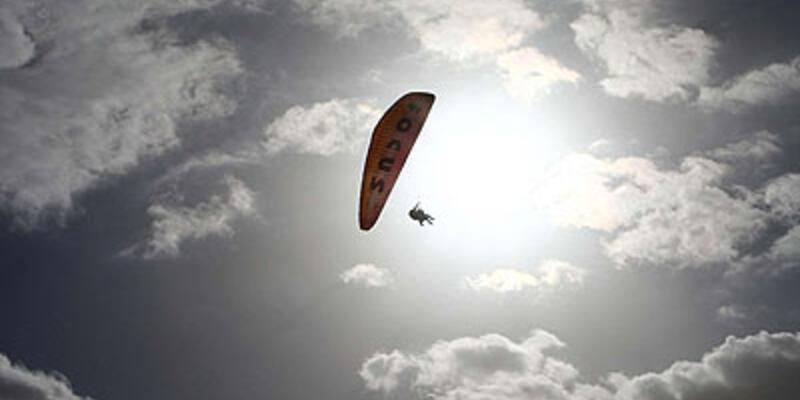 ABD'li Yamaç paraşütçüsü korkuttu