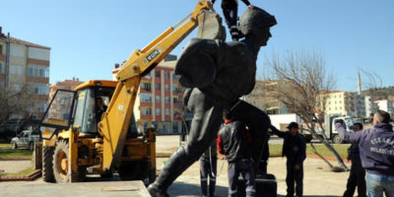 Seyit Onbaşı heykeli yine yer değiştirdi