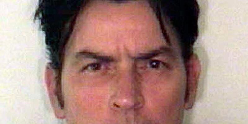 Ünlü oyuncu Charlie Sheen gözaltına alındı