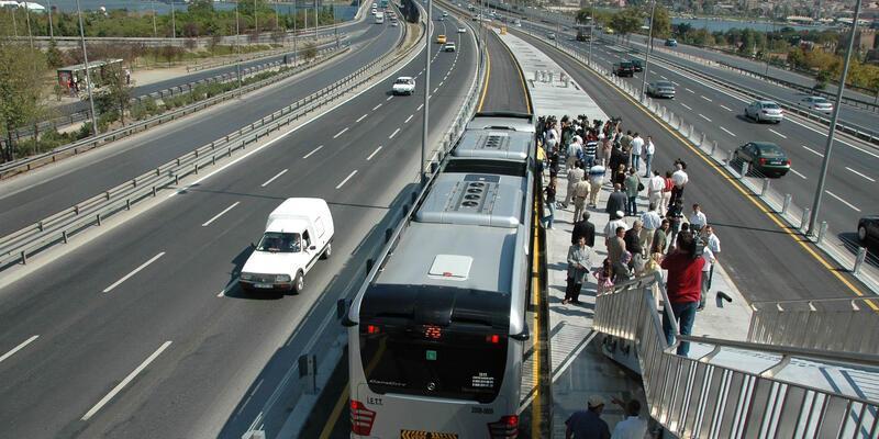 İstanbul'da metrobüs hatlarına yeni düzenleme