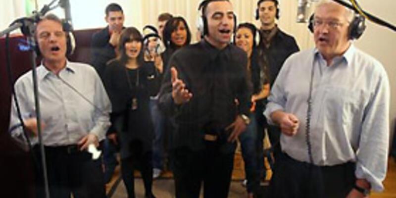 İki bakan 'entegrasyon'a dair şarkıda buluştu