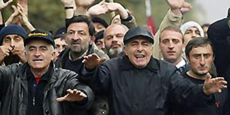 Gürcistan'da 'Kadife Devrimci'ler sokağa döküldü