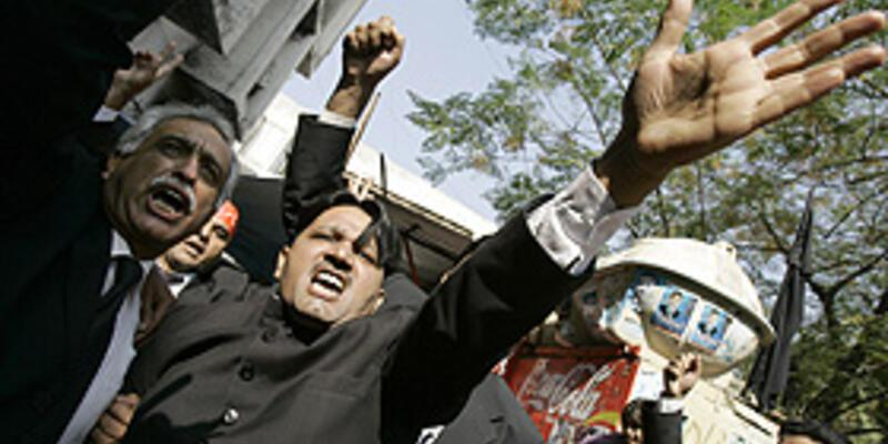 Müşerref'i protesto gösterileri sürüyor