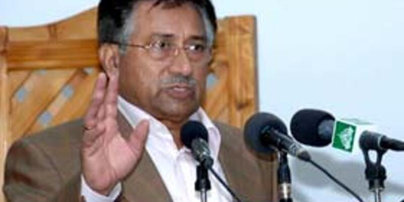 Pakistan'da olağanüstü hal ilan edildi