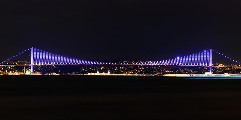 """Boğaziçi Köprüsü """"mor""""ardı!"""