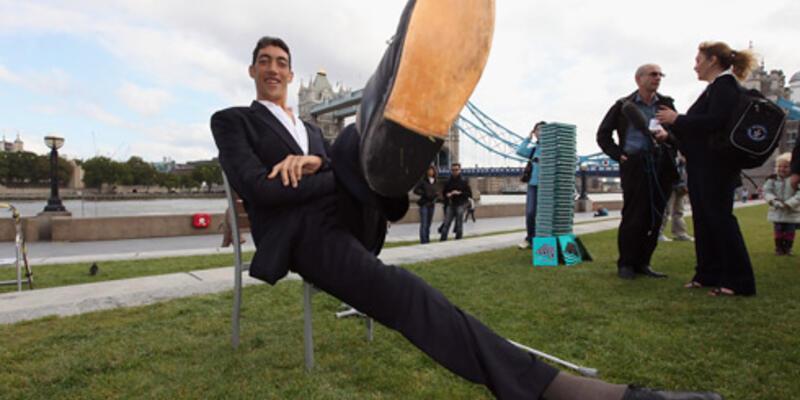 Dünyanın en uzun erkeği Tayland'dan