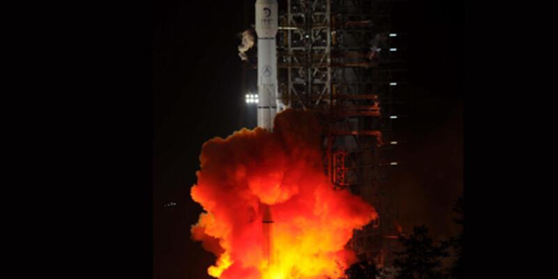 Çin, Ay'a ilk keşif aracını yolladı