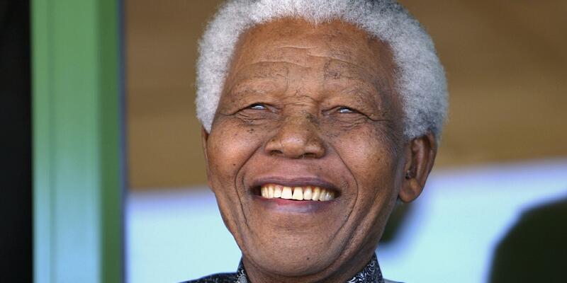 Nelson Mandela hayatını kaybetti