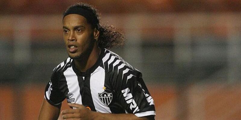 Ronaldinho 2 golle döndü