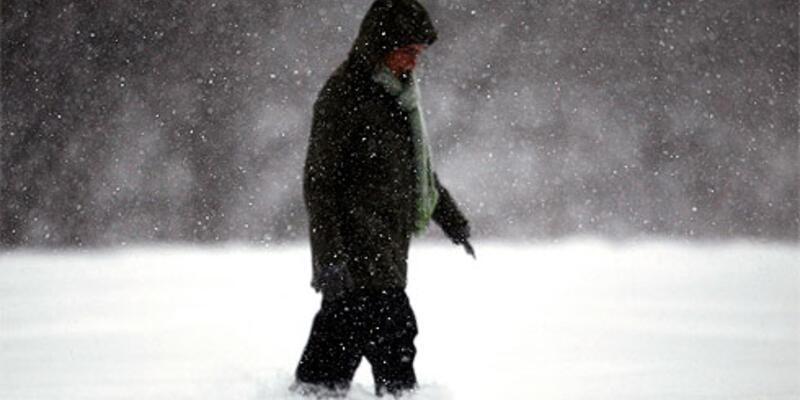 Kanada'da 270 yolcu donma tehlikesi atlattı