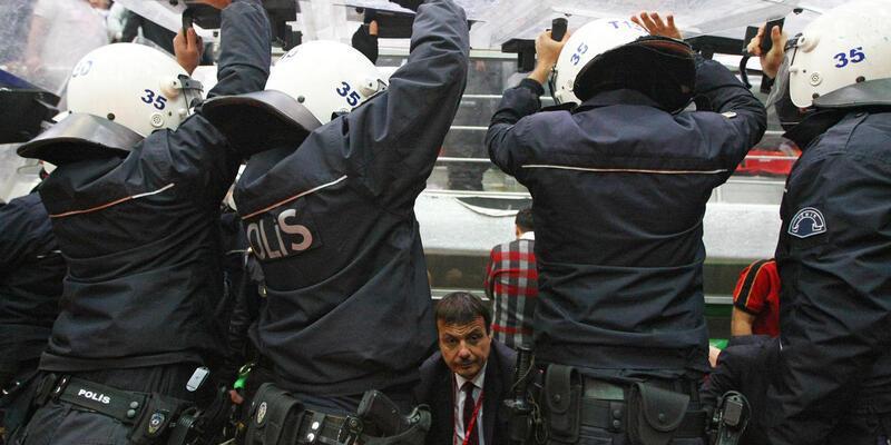 Karşıyaka - Galatasaray maçında ortalık karıştı