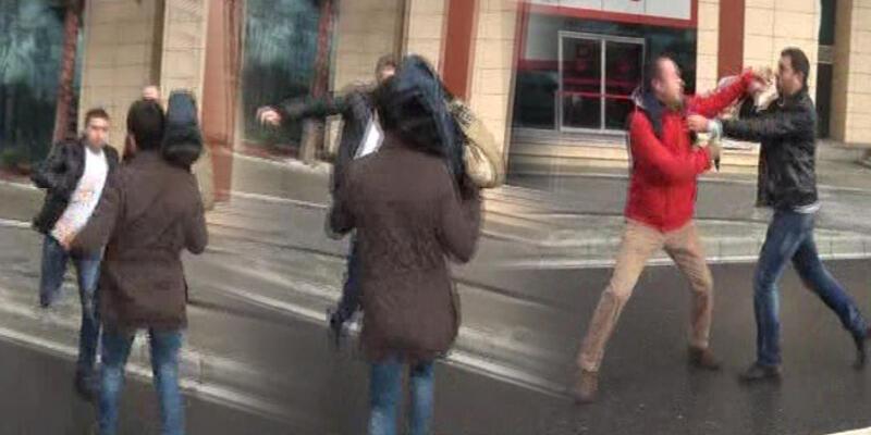 Belediye önünde bekleyen gazetecilere saldırı